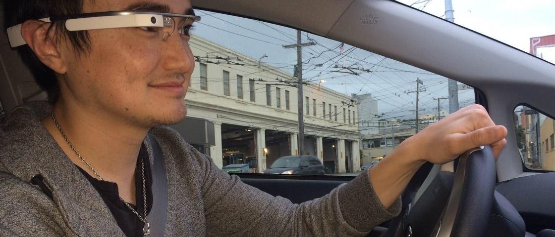 Google Glass atrapalha a direção tanto quanto usar um smartphone