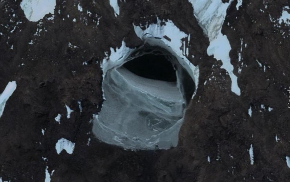 Mistério gelado: conheça a teoria sobre as estranhas entradas da Antártida