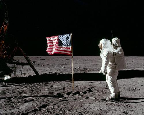 45668522122154248 O homem teria de fato visitado a lua ou não ?