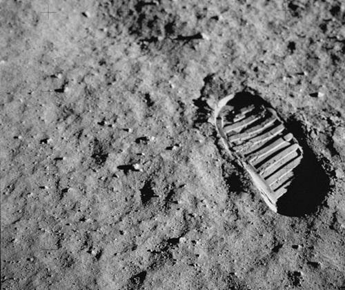 45668522122154336 O homem teria de fato visitado a lua ou não ?