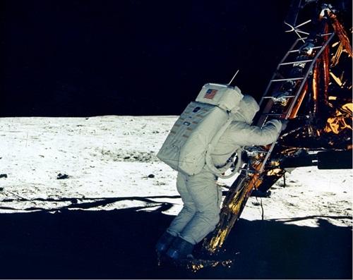 45668522122154643 O homem teria de fato visitado a lua ou não ?