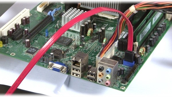 Livre-se da energia estática antes de mexer nos componentes do PC!