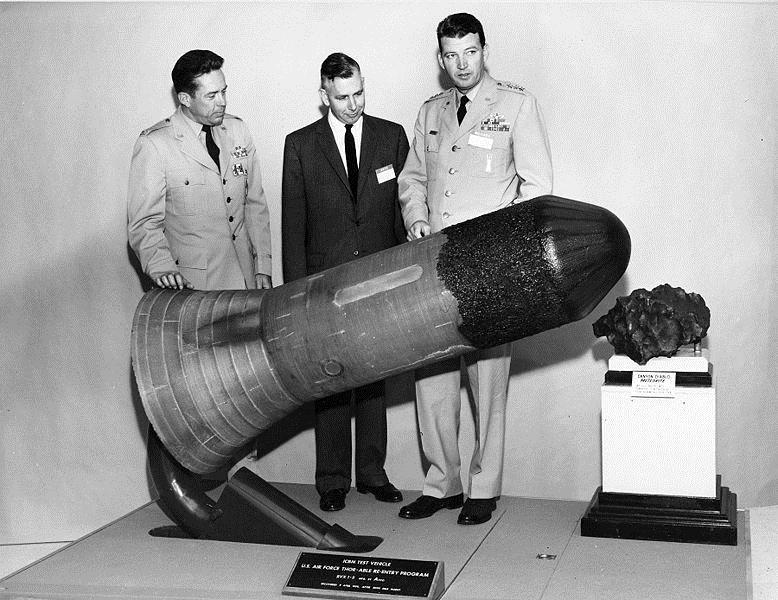 Uma bomba nuclear explodiria no espaço?