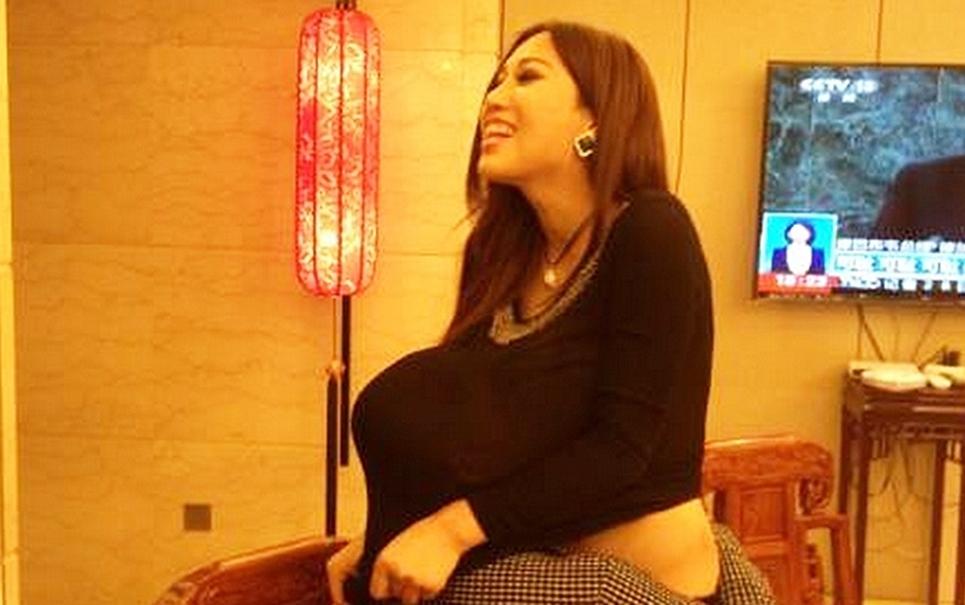 Polêmica: modelo aceita proposta para amamentar empresário chinês em jantar