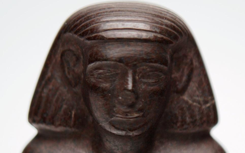 Mistério resolvido: veja por que estátua egípcia de museu girava sozinha