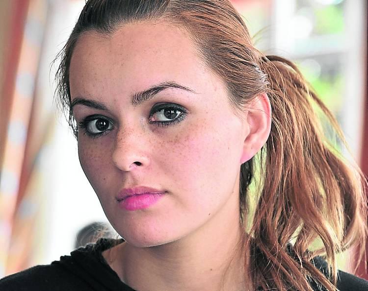 Garota se casa com assassino de sua irmã gêmea