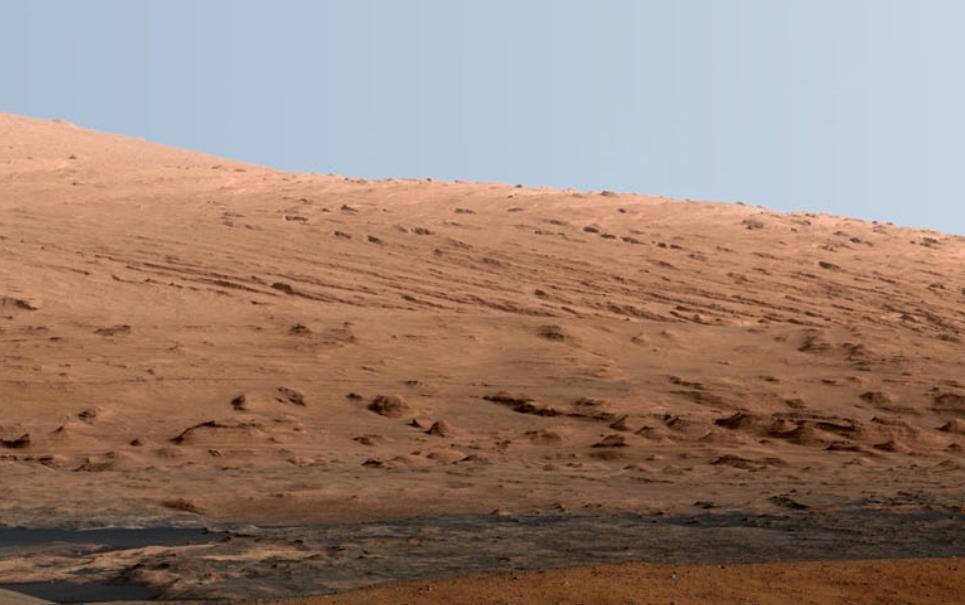 NASA divulga panorâmica de montanha marciana clicada pela Curiosity