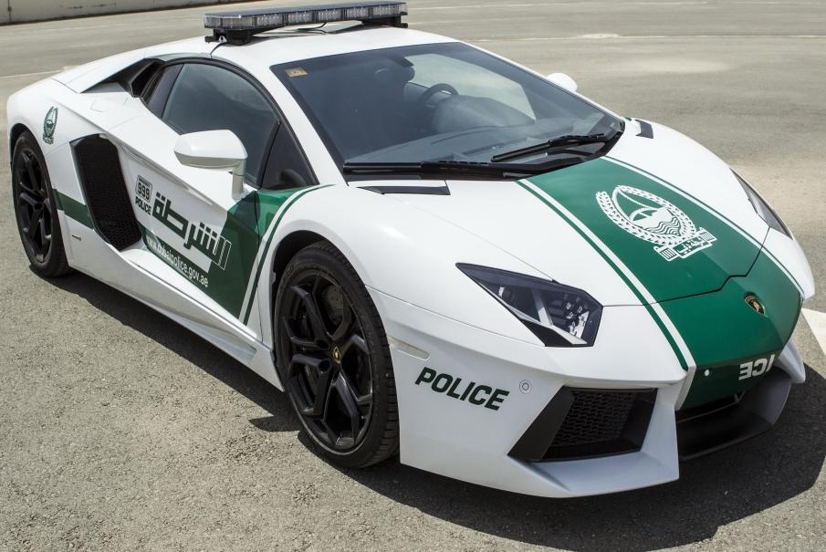 Polícia de Dubai apresenta Lamborghini Aventador como nova viatura