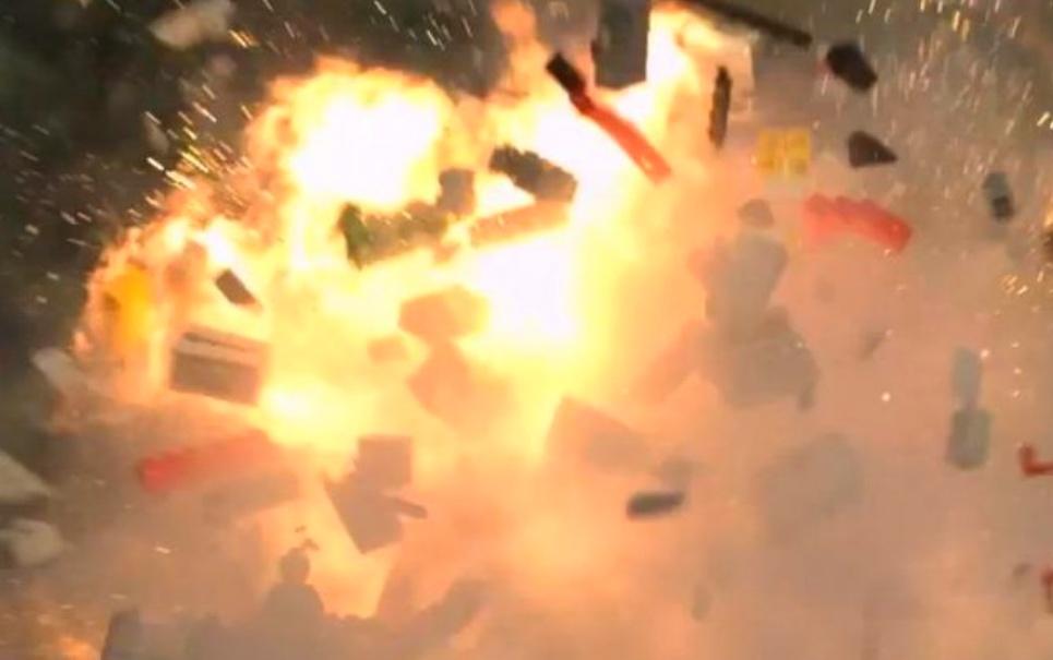 Confira vídeo incrível que mostra peças de LEGO explodindo em slow motion