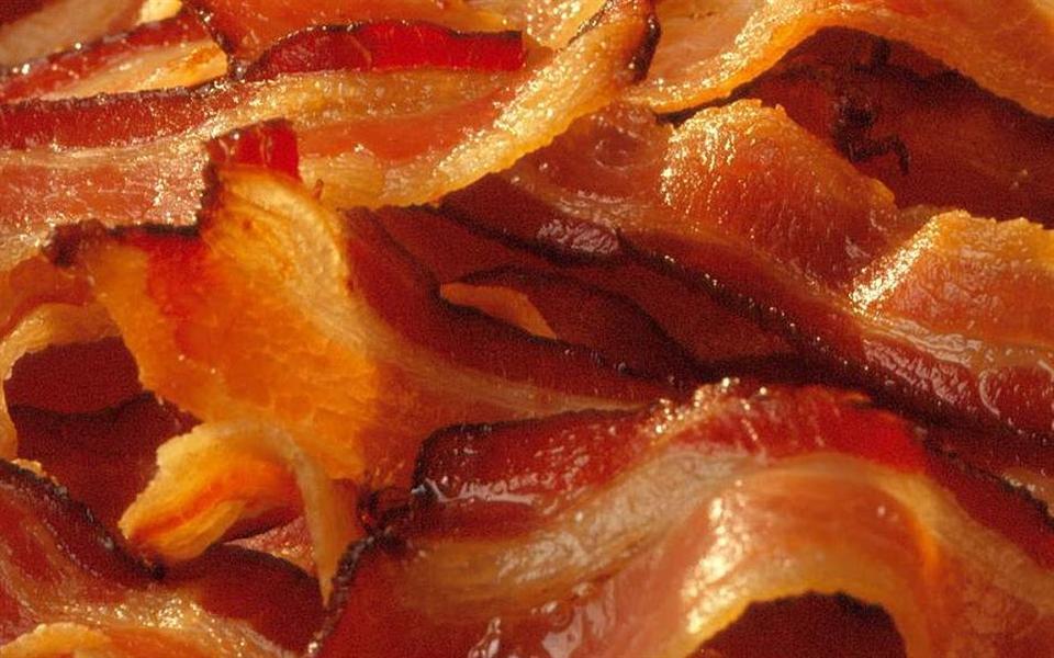Mulher centenária diz que o segredo de uma vida longa é bacon