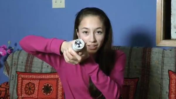 Garota de 15 anos cria lanterna alimentada pelo calor das mãos 88294264128161924