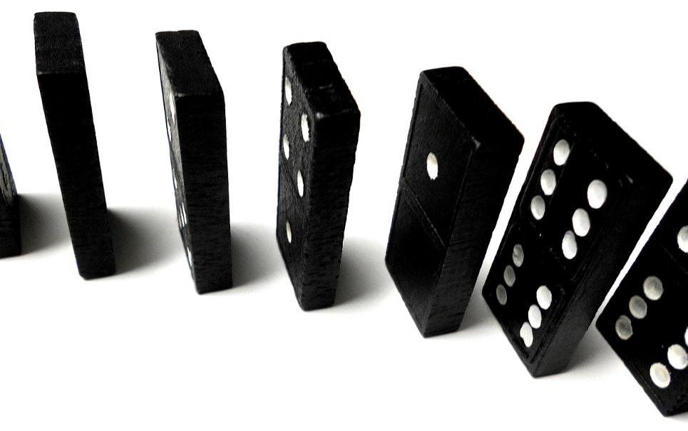 Recorde mundial: confira a maior queda de dominós em espiral do planeta