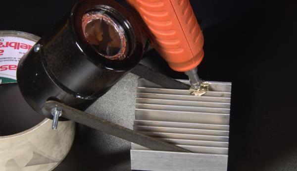 Área 42: aprenda a criar um bat-sinalizador de mesa [vídeo]
