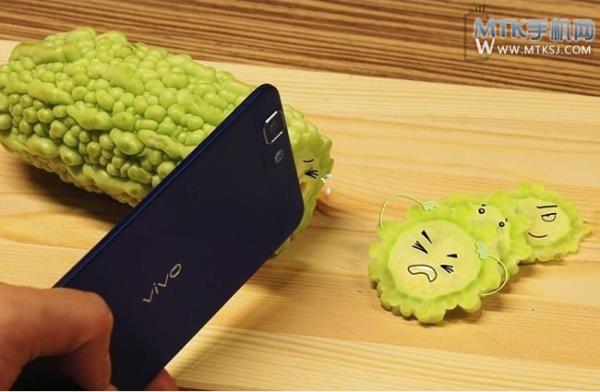 Vivo X3: o smartphone mais fino do mundo posa para fotos como faca