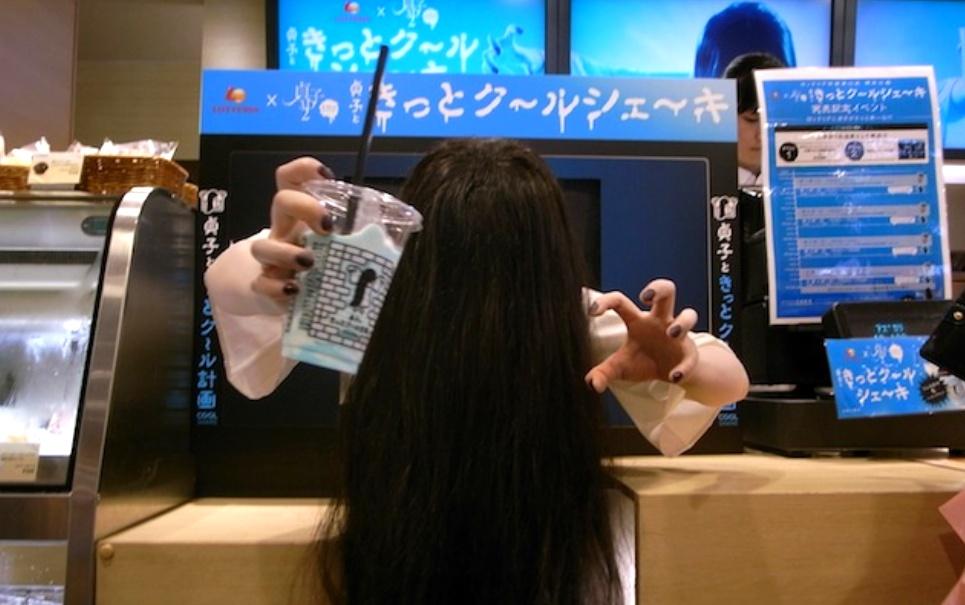Rede de fast food no Japão assusta seus clientes em grande estilo