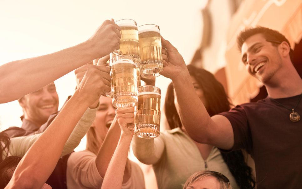 Eu já sabia: Cerveja pode deixar os homens mais inteligentes!
