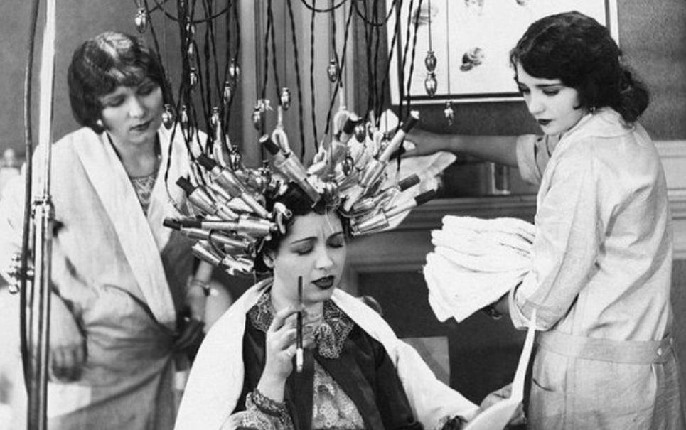 11 rituais de beleza do século passado que mais parecem tortura