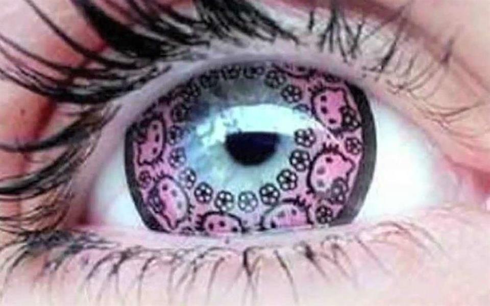 Bizarro! Marca lança lente de contato com o desenho da Hello Kitty no Japão