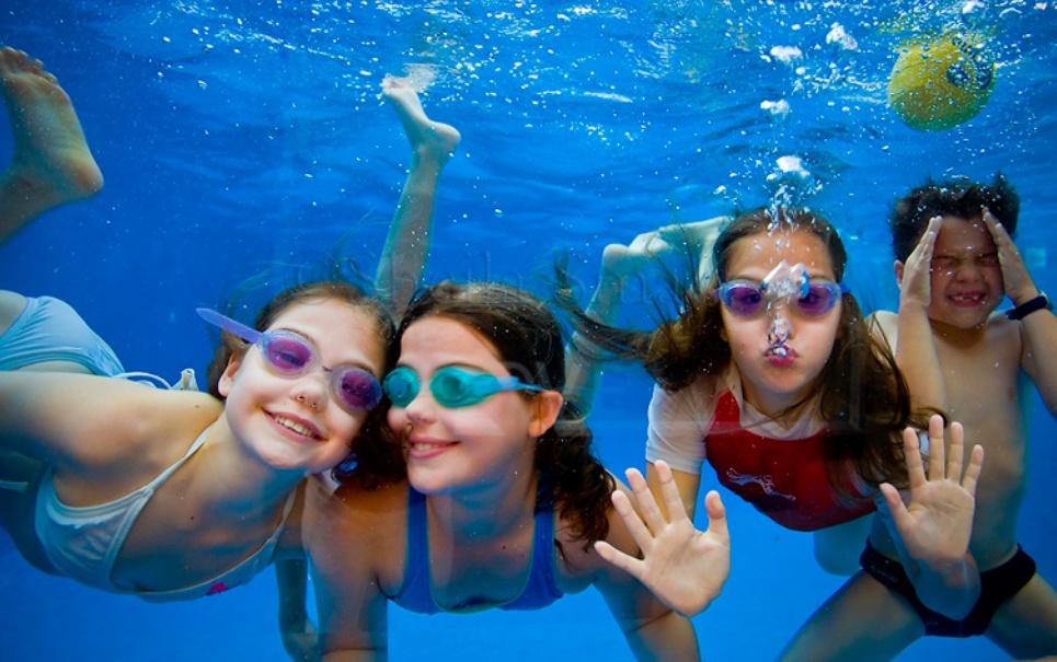 Nadar depois de comer é mesmo perigoso?