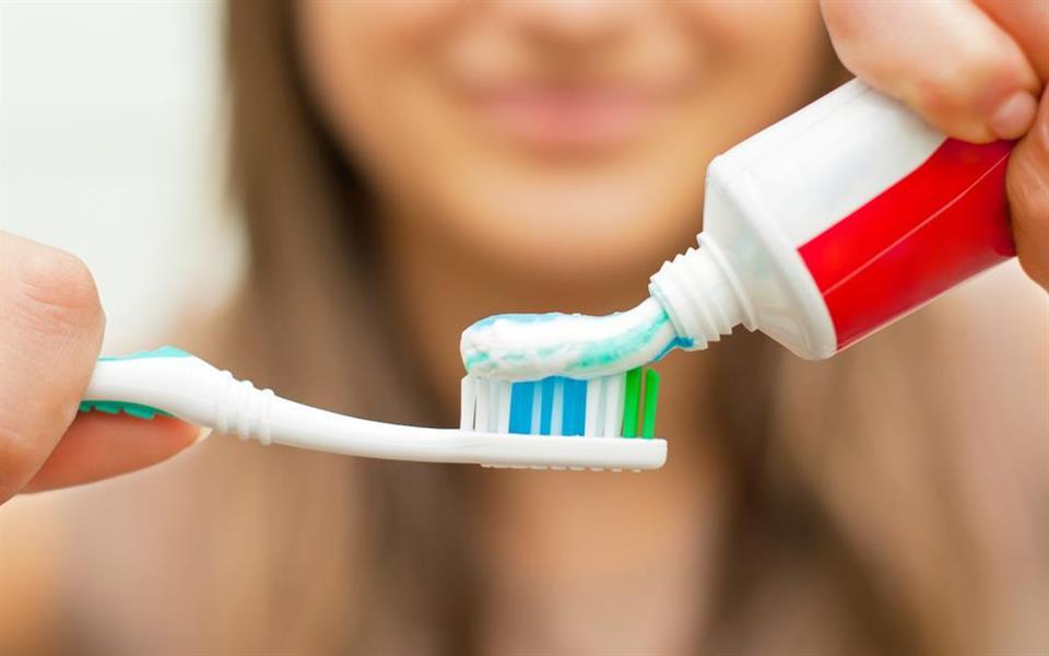 6 coisas que você precisa saber sobre cremes dentais