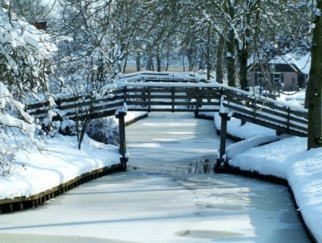 Resultado de imagem para Giethoorn: o encantador vilarejo holandês onde não existem ruas