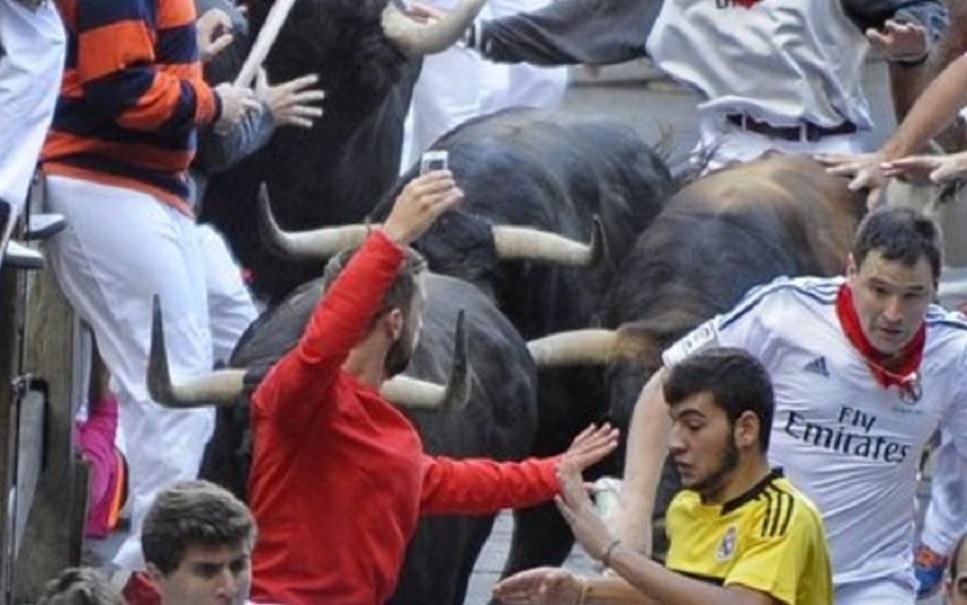 Postar selfie em corrida de touros vira moda perigosa e ilegal