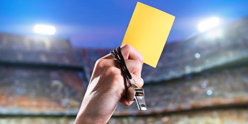 Você sabe como surgiu o cartão amarelo usado nos jogos?