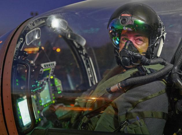 BAE Systems revela capacete Striker II que permite ao piloto de caça ver no escuro