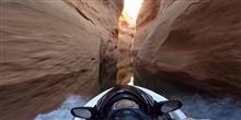 Como seria andar de jet ski na fenda de um canyon?