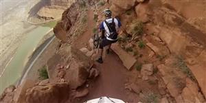 Acredite se quiser: pessoas descem montanhas usando monociclos