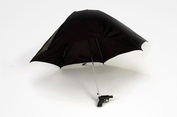 Resultado de imagem para guarda-chuva com arma