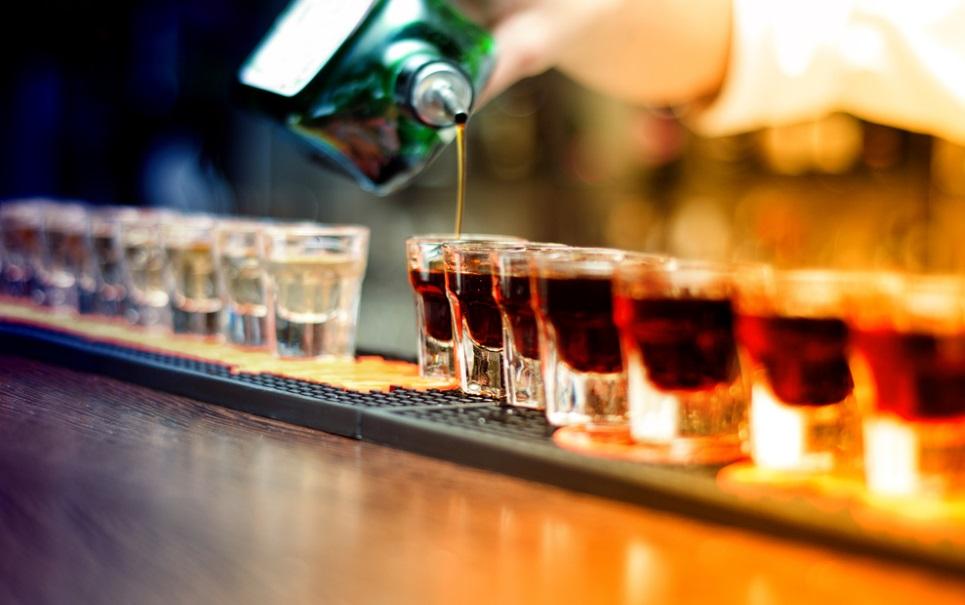Alerta! Homens que bebem demais perdem a memória mais cedo