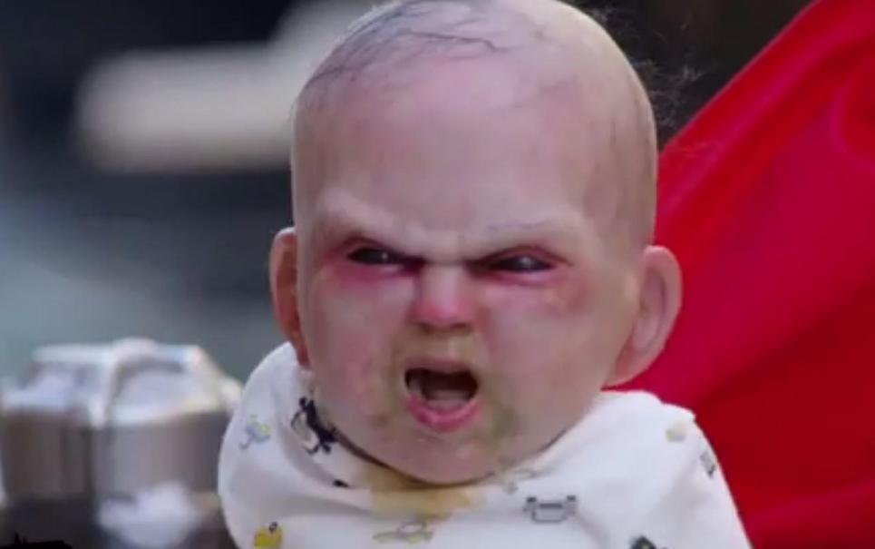 Pegadinha: bebê satânico aterroriza as ruas de Nova York [vídeo]