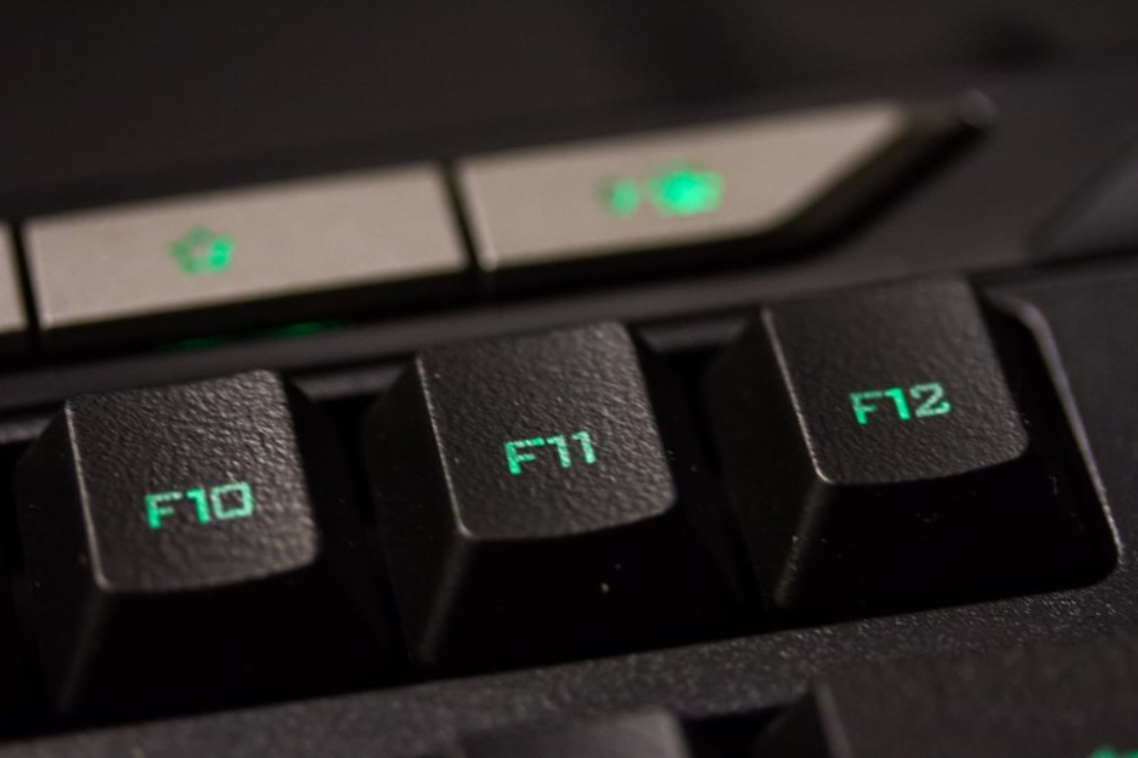 Análise: teclado Trust GXT 280 LED Illuminated