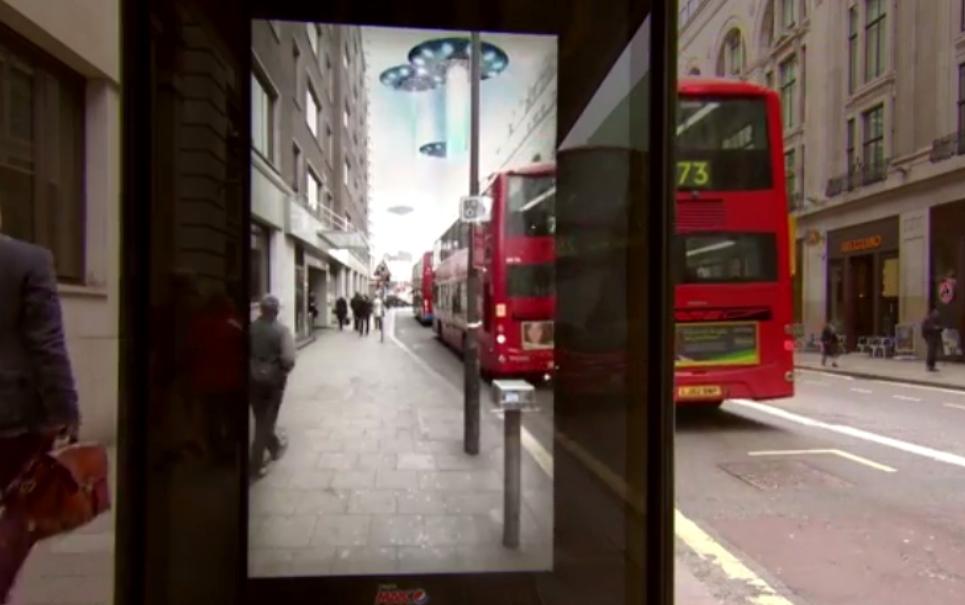 Incrível! Pepsi faz pegadinha em um ponto de ônibus em Londres [vídeo]