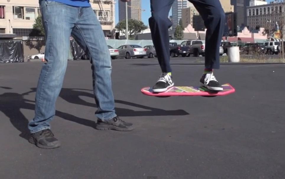 """Será que o skate voador de """"De Volta para o Futuro 2"""" se tornará realidade?"""