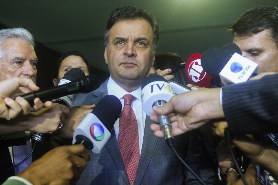 Aécio Neves defende lei da terceirização e diz que PSDB fará de tudo para aprova-la