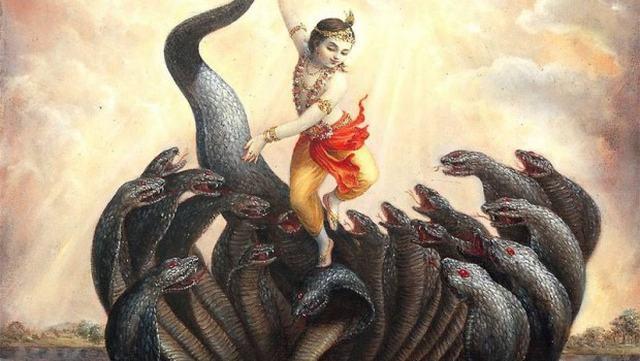 Krishna quase derrotou Kaliya dançando sobre suas cabeças