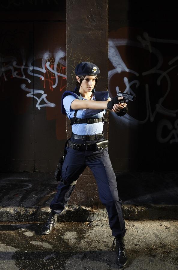 Modelo de Jill Valentine faz cosplay da personagem de Resident Evil