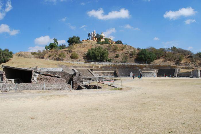 Maior pirâmide do mundo fica escondida debaixo de uma montanha