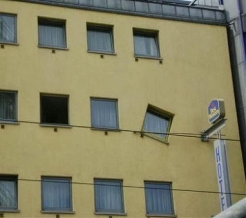 Resultado de imagem para Obras mal executadas que não fazem o menor sentido