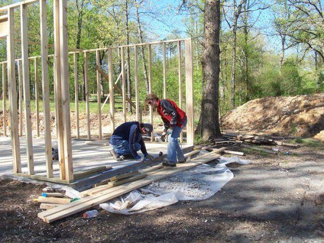 16183426314103 Con ayuda de tutoriales en YouTube, madre construye la mansión para los hijos