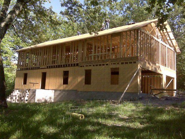 16183525142107 Con ayuda de tutoriales en YouTube, madre construye la mansión para los hijos