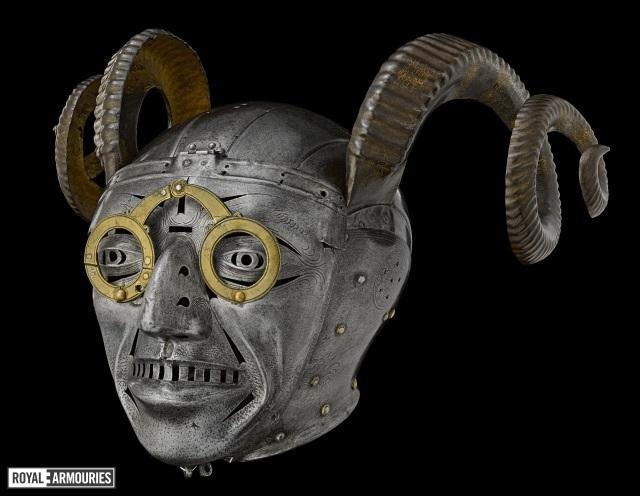 20190047041323 Echa un vistazo a 5 cascos de curiosos que ya han sido usados a lo largo de la Historia