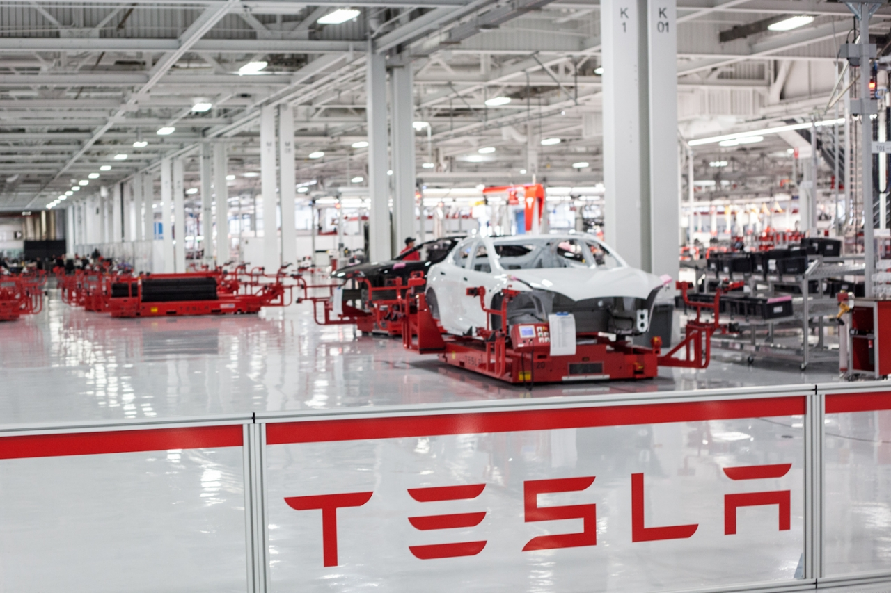 Tesla demitiu centenas de funcionários após avaliação de desempenho