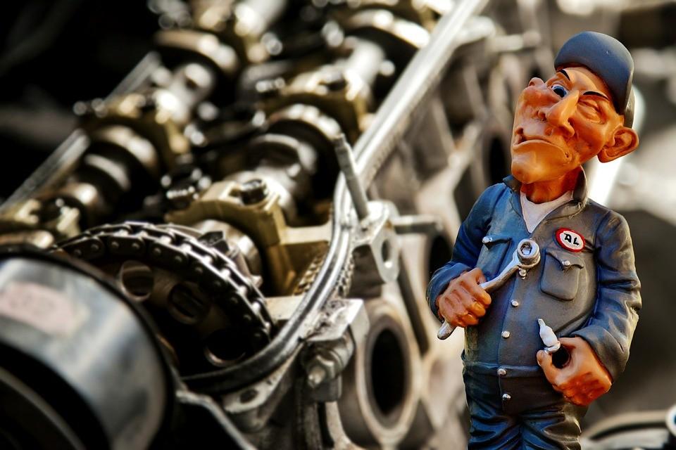 7 coisas bizarras que mecânicos já encontraram dentro de carros