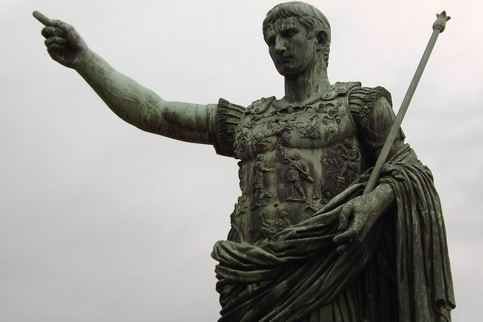 Como Roma acabou com sua própria república após 500 anos?