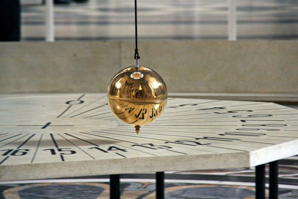 Você conhece a história do pêndulo de Foucault?