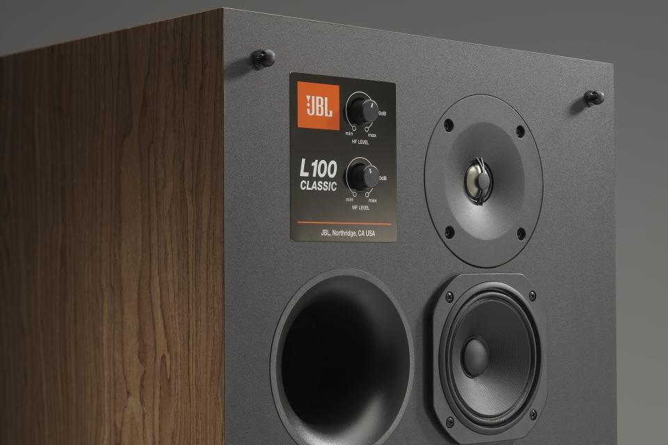 JBL relança as clássicas caixas de som L100