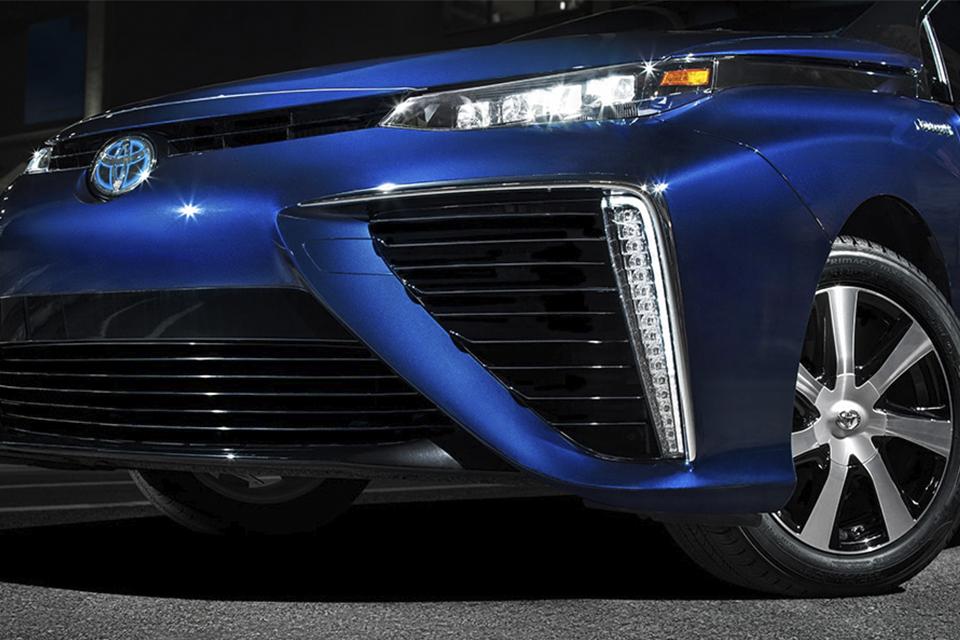 Toyota Mirai: conheça o carro elétrico movido a células de hidrogênio